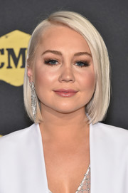 RaeLynn sported a platinum-blonde bob at the 2018 CMT Music Awards.