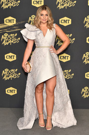 Lauren Alaina sealed off her look with a pair of studded gold heels.