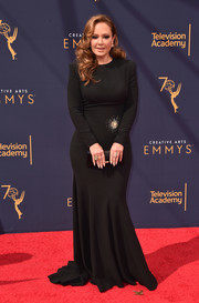 Leah Remini kept it understated in a long-sleeve black mermaid gown at the 2018 Creative Arts Emmy Awards.