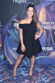 Aly Raisman was modern in an off-one-shoulder LBD at the 2018 DirecTV Now Super Saturday Night concert.