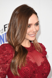 Elizabeth Olsen looked lovely wearing this loose side-parted style at the 2018 Film Independent Spirit Awards.
