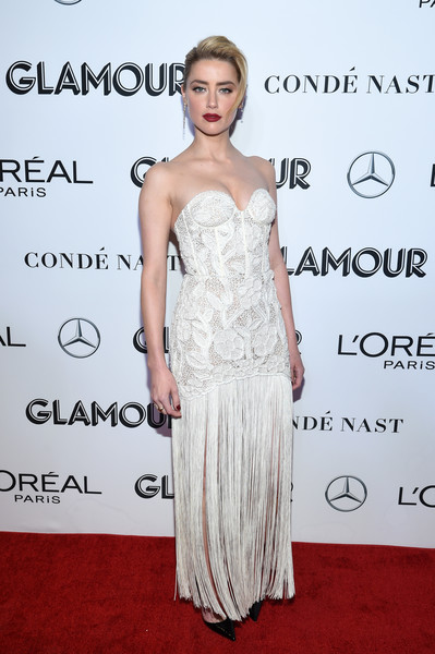 Amber Heard looked alluring in a strapless white corset gown with a fringed skirt at the 2018 Glamour Women of the Year Awards.