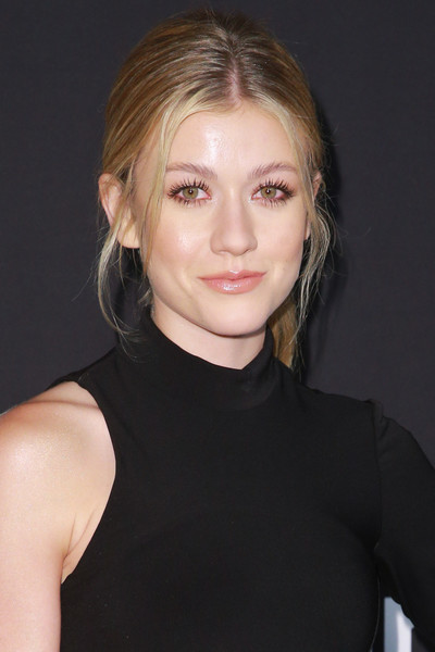 Katherine McNamara wore her hair in a casual ponytail at the 2018 InStyle Awards.