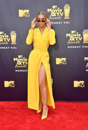 Jasmine Sanders brightened up the red carpet with her canary-yellow Alexander Terekhov coat dress at the 2018 MTV Movie & TV Awards.