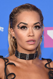 Rita Ora finished off her attention-grabbing look with a black choker by Lorraine Schwartz.