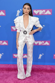 Madison Beer donned a white Raisa & Vanessa brocade pantsuit with puffed sleeves for the 2018 MTV VMAs.