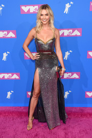 Karlie Kloss looked fierce in a fully sequined, double-slit gown by Elie Saab at the 2018 MTV VMAs.