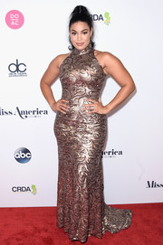 Jordin Sparks displayed her curves in a fitted copper halter gown at the 2018 Miss America competition.