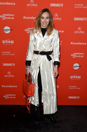 Suki Waterhouse injected a bright pop with an orange Edun tote with black whipstitch detailing.