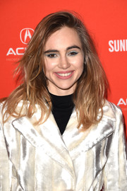 Suki Waterhouse brightened up her peepers with some blue eyeshadow.