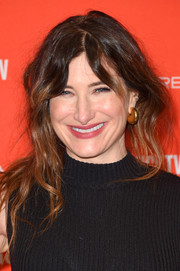 Kathryn Hahn blinged up with a pair of thick gold hoops.