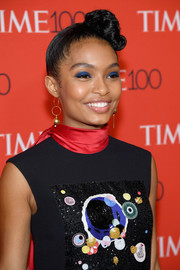 Yara Shahidi finished off her head-turning look with a heavy application of sapphire eyeshadow.