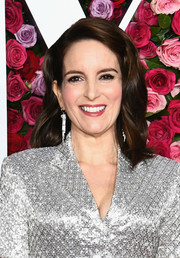 Tina Fey wore her hair in barely-there waves at the 2018 Tony Awards.