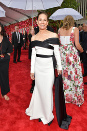 Laurie Metcalf looked sophisticated in a monochrome off-the-shoulder gown by Christian Siriano at the 2018 Tony Awards.