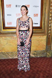 Tatiana Maslany rounded out her look with a geometric satin clutch.