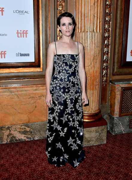 More Pics of Claire Foy Short Side Part (1 of 6) - Claire Foy Lookbook - StyleBistro [first man premiere,dress,clothing,carpet,red carpet,fashion model,fashion,shoulder,flooring,gown,premiere,first man,claire foy,toronto,canada,the elgin,toronto international film festival,premiere]