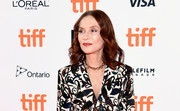 Isabelle Huppert wore her hair in shoulder-length curls at the TIFF premiere of 'Greta.'