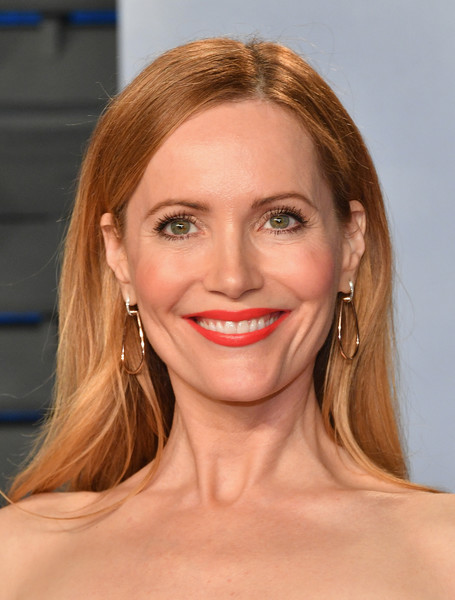 Leslie Mann went fuss-free with this loose straight style at the 2018 Vanity Fair Oscar party.