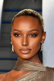 Jasmine Tookes opted for a sleek ponytail when she attended the 2018 Vanity Fair Oscar party.