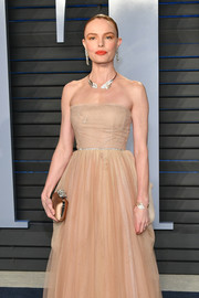 Kate Bosworth styled her nude dress with a bronze Jimmy Choo satin clutch for a monochromatic-chic look during the 2018 Vanity Fair Oscar party.