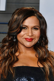 Mindy Kaling finished off her look with bright red lipstick.