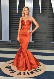 Kelly Rohrbach cut a flirty silhouette in a strapless burnt-orange mermaid gown by Zac Posen at the 2018 Vanity Fair Oscar party.