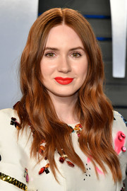 Karen Gillan attended the 2018 Vanity Fair Oscar party wearing her hair in face-framing waves.