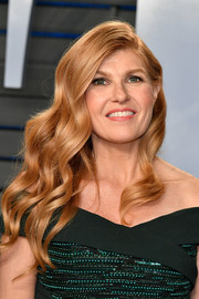 Connie Britton showed off retro-glam waves at the 2018 Vanity Fair Oscar party.