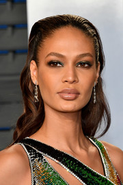 Joan Smalls sported a slicked-back wavy 'do at the 2018 Vanity Fair Oscar party.