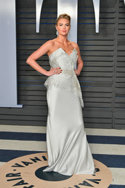 Kate Upton gave us bridal vibes with this strapless lace and satin gown by Vivienne Westwood Couture at the 2018 Vanity Fair Oscar party.