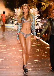 Metallic lace-up heels finished off Romee Strijd's matchy-matchy attire.