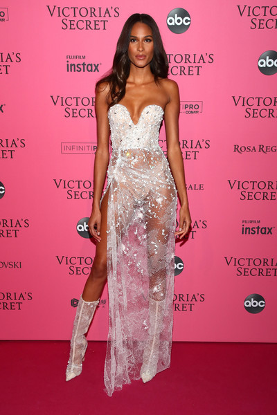 Cindy Bruna finished off her look with a pair of white mid-calf boots.