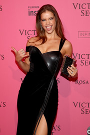 Barbara Palvin arrived for the 2018 Victoria's Secret after-party carrying an elegant beaded clutch.
