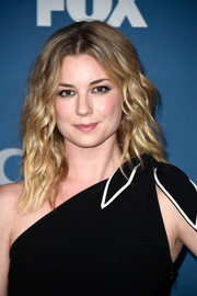 Emily VanCamp wore her hair in beachy waves at the Fox All-Star Party.