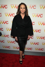 Diane Lane pulled her look together with a pair of black platform sandals.