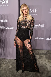 Devon Windsor commanded attention in a see-through black gown at the 2018 amfAR Gala New York.