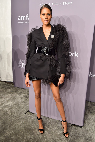 Cindy Bruna rounded out her look with a black box clutch by Judith Leiber.