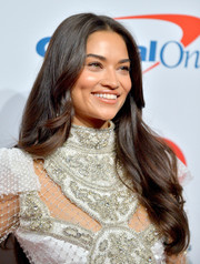 Shanina Shaik looked sweet with her long wavy 'do at the 2018 iHeartRadio Music Festival.