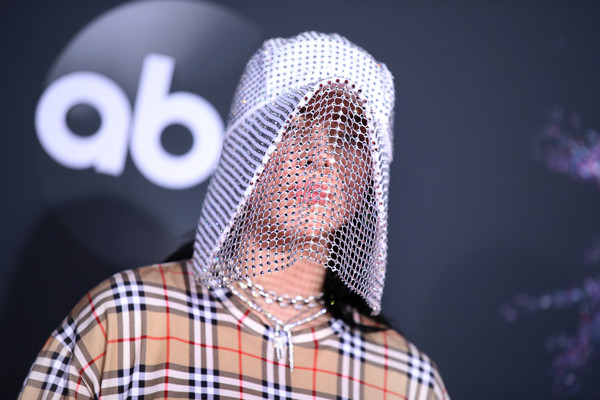 Billie Eilish rocked a glammed-up beekeeper hat by Burberry at the 2019 American Music Awards.