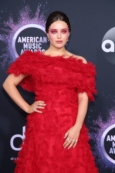 More Pics of Katherine Langford Evening Sandals (2 of 4) - Katherine Langford Lookbook - StyleBistro [clothing,fashion model,red,dress,shoulder,carpet,red carpet,fashion,flooring,joint,arrivals,katherine langford,american music awards,microsoft theater,los angeles,california]