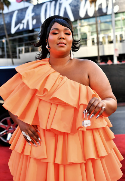 Lizzo accessorized with a statement ring at the 2019 American Music Awards.