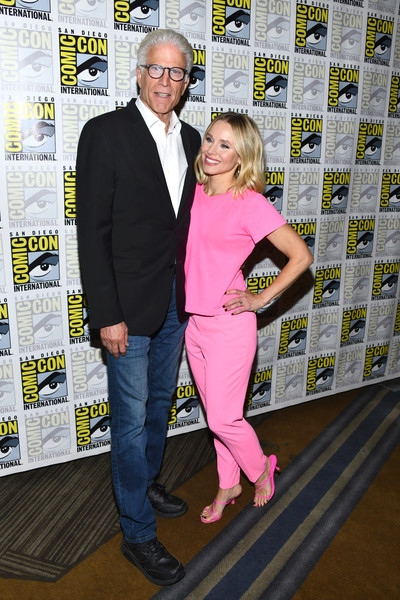 More Pics of Kristen Bell Red Lipstick (1 of 8) - Makeup Lookbook - StyleBistro [the good place,comic-con international - the good place,yellow,carpet,event,premiere,flooring,award,kristen bell,ted danson,california,san diego,hilton bayfront,comic-con international,photo call]