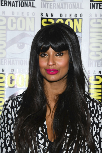 Jameela Jamil's neon-pink lipstick totally brightened up her beauty look!