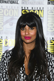 Jameela Jamil wore her long hair down in a straight style with her signature parted bangs at the 'Good Place' photocall during Comic-Con International 2019.