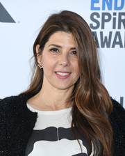 Marisa Tomei went for a loose wavy hairstyle at the 2019 Film Independent Spirit Awards.