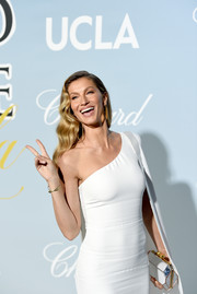 Gisele Bundchen's faceted clutch and one-shoulder dress at the 2019 Hollywood for Science Gala were an elegant pairing.