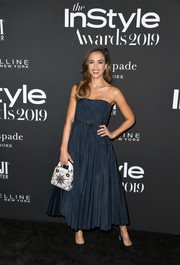 Jessica Alba kept it minimal yet elegant in a strapless navy dress by Dior at the 2019 InStyle Awards.