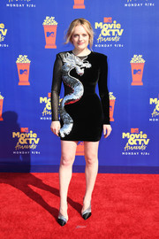 Elisabeth Moss coordinated her dress with a pair of black and silver pumps by Christian Louboutin.