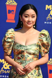 For her nails, Lana Condor chose a bright peach hue.