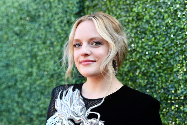 Elisabeth Moss wore her hair in a loose ponytail at the 2019 MTV Movie and TV Awards.